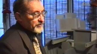 Чечеров у макета ЧАЭС 2003