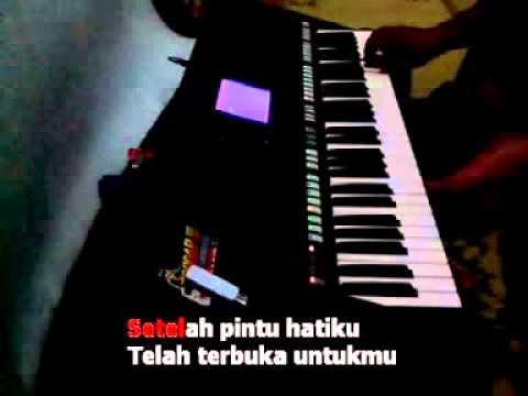 Secawan Madu Karaoke Yamaha Psr S750 video