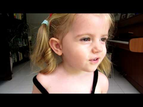 2 Year Old Australian Girl Singing Tagalog Song 'bahay Kubo' - And She did It! video