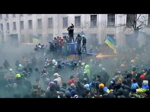Kiev'de göstericilerin arasına şiddet yanlıları karıştı