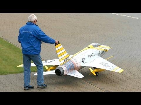 F-100 SUPER SABRE GIGANTIC RC TURBINE MODEL JET FLIGHT / Meeting Bölsdorf 2015 *1080p50fpsHD*