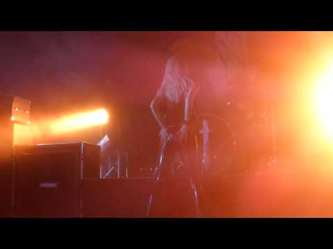 Pretty Reckless - Taylor Momsen Butt Dance LIVE HD (2013) Los Angeles House Of Blues