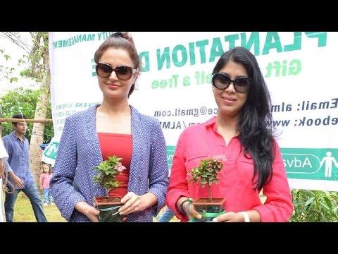 Dangal Movie Lead 'Sakshi Tanwar' Attend Sunday Morning Festival - Malad Masti