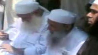 الشيخ الحويني يبكي عند قبر صديقه الشيخ شكري رحمه الله