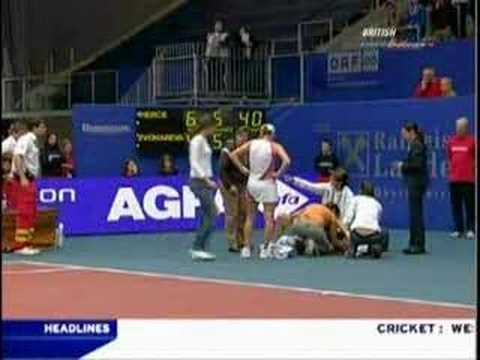 Mary Pierce falls and injures herself BADLY Video