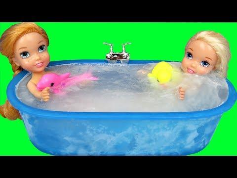 Bath ICE Trouble !  Elsa & Anna toddlers ! Bubbles - Foam - Messy floor