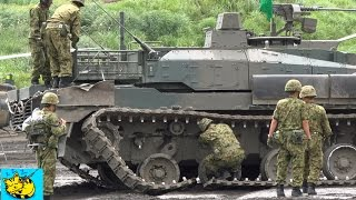10式戦車 演習中思わぬアクシデントに見舞われたが・・90式回収車により牽引。: The unexpected sccident of a type-10 tank.