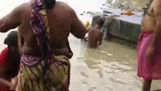 holly Ganga bathing video