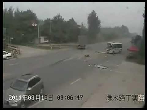 Жесть ДТП с участием автобуса и грузовика