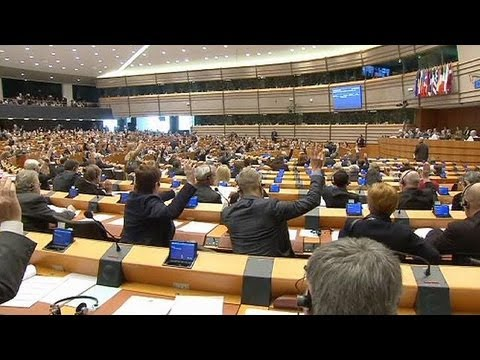EU Parliament agrees bank bonus caps - economy