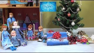 Princess Story: Disney Frozen Anna and Elsa Christmas Day with Presents and Christmas Gifts Opening