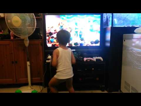 Dandrae rocking out to Hi5 part 2