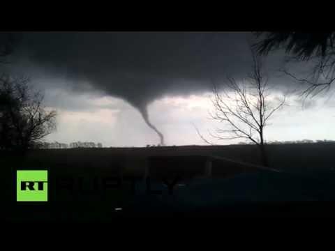 RAW: Large tornado rips through Illinois