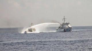 """Tàu Việt Nam đấu """"vòi rồng"""" với tàu Trung quốc"""