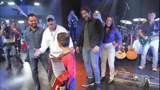 Vinícius se emociona ao conhecer os ídolos Zezé di Camargo & Luciano
