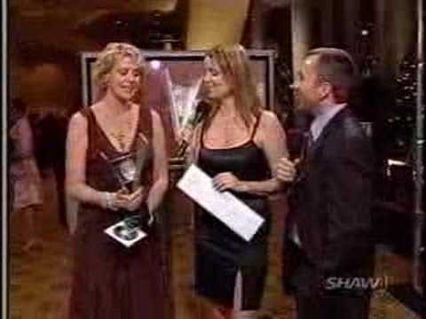 Amanda Tapping wins the Leo Award 2005 Video