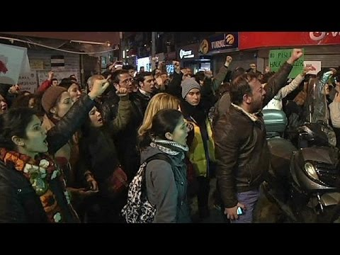 Pressure mounts on Turkey PM Erdogan as corruption scandal escalates