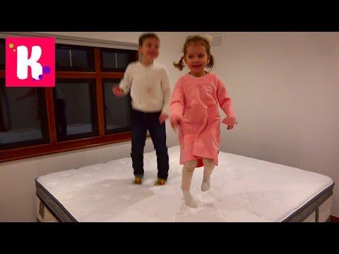 Катя выбирает мебель для комнаты Принцессы / Рум Тур / яйца динозавров в шоколаде