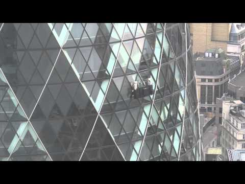 London in a day - Cleaning the Gherkin - Ela
