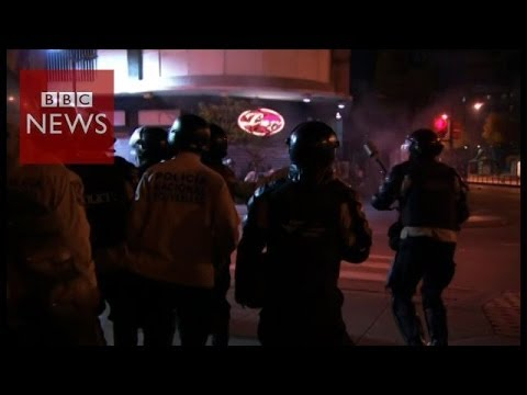 Battles in the streets of Caracas - BBC News