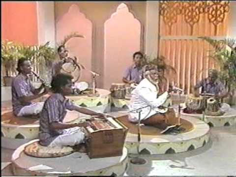 Tamil Muslim Songs Kannuku Imai Pondra Penne By E M Hanifa video