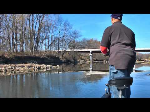 Joe demonstrates techniques for catching smallmouth and spotted bass on Jerkbaits. Fishn' with Joe. You have gotta luv it!