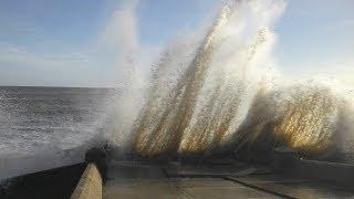 Storm Surge Waves - Lowestoft Sea Front 6 December 2013