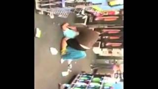 Толстая женщина ХАЛК рушит супермаркет / Hulk woman destroys shop