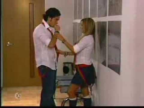 Rebelde - Mía se desmaya al ver a Miguel besandose con otra