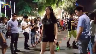 Hot girl học trượt patin nghệ thuật quá dẻo Phố Đi Bộ