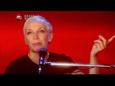 Annie Lennox - Bridge Over Troubled Water HQ (Sport Relief, 19.03.2010)