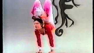 Li Liping, contortion with bowls / Kontorsion / каучук
