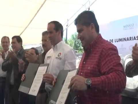 Miguel Riquelme dona luminarias a Piedras Negras