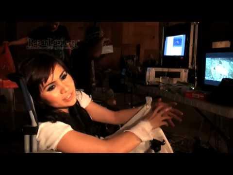 download lagu Momo Geisha Menangis Menyanyikan Lagu Ar gratis