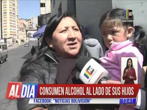 Padres consumen alcohol al lado de sus hijos