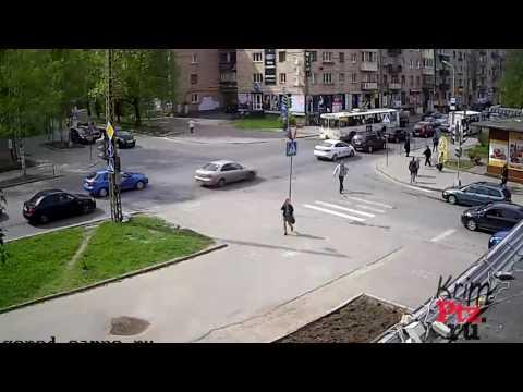 Драка в Петрозаводске. Сломал челюсть пешеходу [с 0:15]