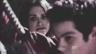 stiles y lydia `he still likes her, doesn