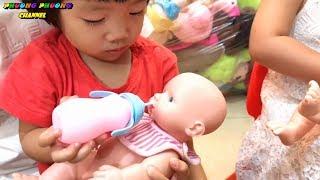 trò chơi tắm và cho búp bê em bé ăn , đồ hàng cho trẻ | video for kids funny - baby shop