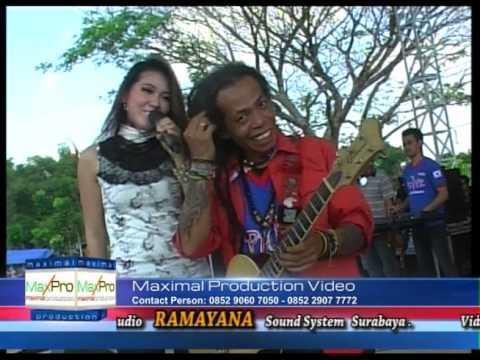 Monata Puink  Hitam Putih.  Via Valen video