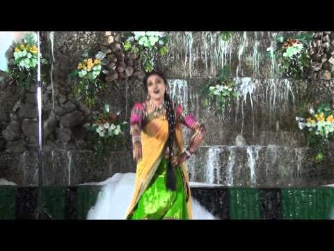 Bride dance performance on Bahara at Sangeet