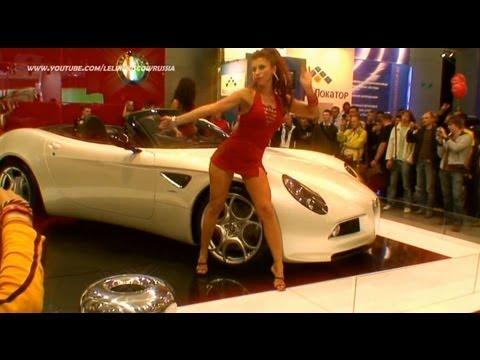 Зажигательный танец на автосалоне go-go /HD/