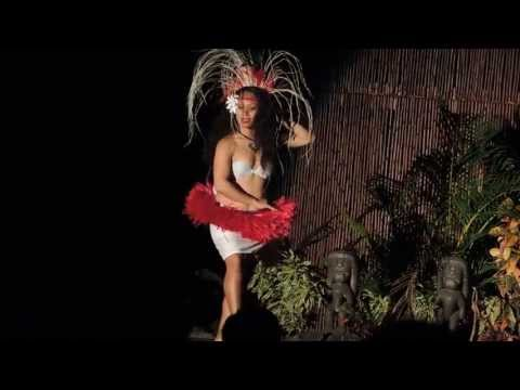 Sexy Booty Shakin Hula At Maui Luau video