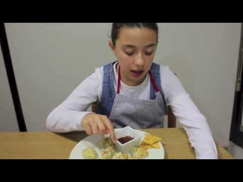 Receta de empanadillas de pollo con salsa barbacoa y nachos. Cocina para niños
