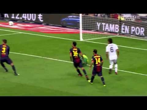 Khedira amazing run against 4 Barcelona players 29/8/2012