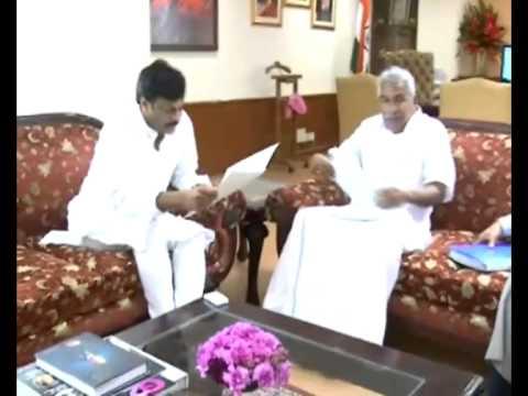 Delhi visit - Kerala Chief Minister Shri.Oommen Chandy meets Chiranjeevi