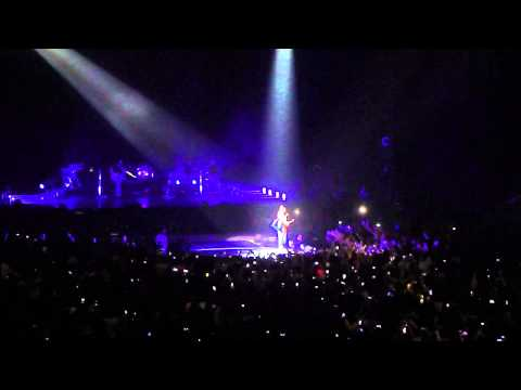 Miley Cyrus Live In Puerto Rico 2014 - Wrecking Ball video