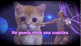 Miley Cyrus - Wrecking Ball LIVE (Traducida al Español)