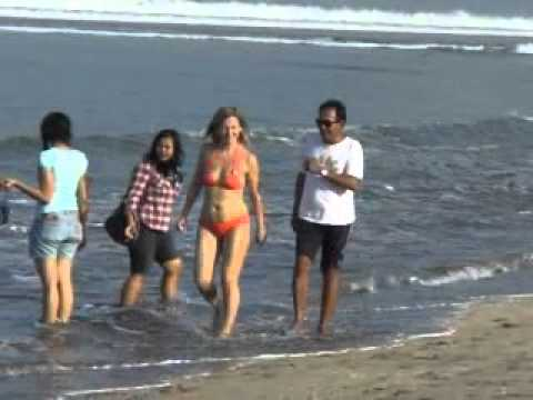 Watch Jalan Pagi Di Pantai Kuta Bali full online streaming with HD ...