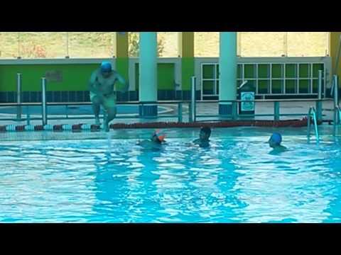 Gilmar en la piscina