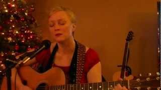 Watch Linda Perry Too Deep video